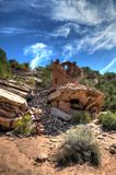 Покрашенная рука губит снизу каньона национального монумента древних народов стоковое изображение rf