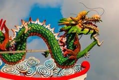 Покрашенная скульптура дракона на крыше Висок китайца Tua Pek Kong Sibu, Саравак, Малайзия, Борнео Стоковые Изображения