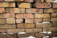 Покрашенная текстура камня глины используемая как предпосылка с снегом стоковая фотография rf