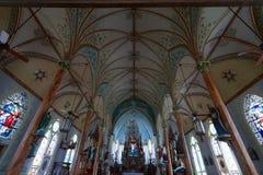 Покрашенная церковь в высоких холмах Техасе стоковая фотография
