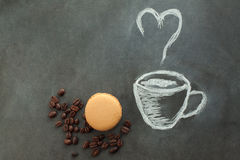 Покрашенная чашка кофе с macaroon какао Стоковое Изображение