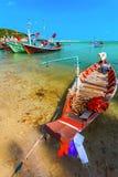 Покрашенное море Таиланд шлюпок Стоковые Изображения
