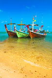Покрашенное море Таиланд шлюпок Стоковое Изображение