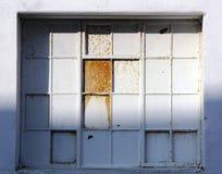 Покрашенное окно излишек и ржавым Стоковые Изображения RF