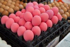 покрашенное сбывание красного цвета яичек Стоковое Изображение