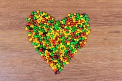 Покрашенное сердце выровнянное конфетой Объявление влюбленности в день valetina St Стоковое Изображение RF