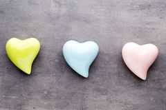 Покрашенное сердце на серой предпосылке Стоковые Фотографии RF