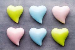 Покрашенное сердце на серой предпосылке Стоковое Изображение