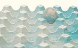 Покрашенное яичко изолированное на белой предпосылке Стоковое Изображение