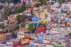 покрашенное guanajuato расквартировывает много Мексику Стоковая Фотография
