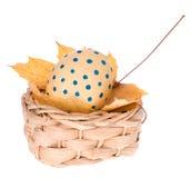 покрашенное handmade пасхального яйца корзины Стоковые Изображения RF