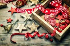 Покрашенное und украшения рождества орнаментирует винтажную темноту Стоковая Фотография RF