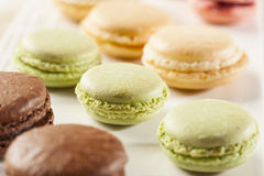 Покрашенные лакомкой печенья Macaroon Стоковая Фотография