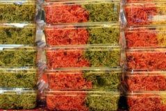 Покрашенные лапши на рынке Стоковые Фото