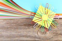 покрашенные бумаги с paperclips Стоковое Изображение RF