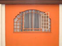 Покрашенные дверь и окно в Мексике стоковые изображения rf