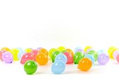 покрашенные воздушные шары предпосылки собирают белизну Стоковые Фото