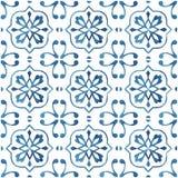 Покрашенные вручную плитки акварели с голубым орнаментом стоковое фото rf
