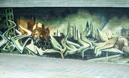 Покрашенные граффити в покинутом здании фабрики Стоковые Фотографии RF