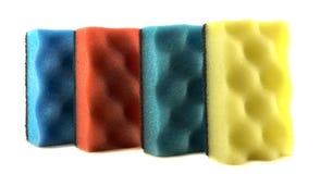 Покрашенные губки для очищая и моя изолированных блюд Стоковое фото RF