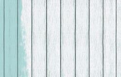 Покрашенные деревянные обои предпосылки со светлым - голубая краска цвета стоковая фотография rf