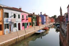Покрашенные дома в острове Burano в Венеции в Италии Стоковые Изображения RF