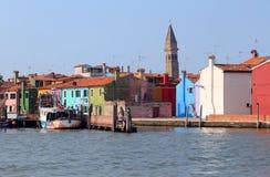 покрашенные дома в острове Burano около Венеции Стоковое Изображение