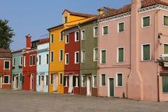покрашенные дома на острове Burano в Венеции в северном Ita Стоковое Фото