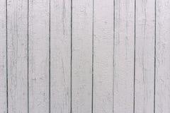 Белая деревянная загородка Поверхность дерева Покрашенные доски в белом цвете Неровная текстура Деревянная предпосылка текстуры стоковые фотографии rf