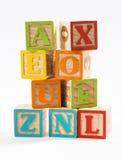 Покрашенные деревянные блоки алфавита на белой предпосылке Стоковое Фото