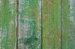 Покрашенные деревянные планки с треснутой зеленой краской Стоковое Изображение