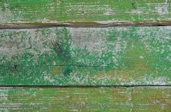 Покрашенные деревянные планки с треснутой зеленой краской Стоковые Изображения RF