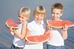 покрашенные дети предпосылки черные играть формы 3 Стоковое Изображение