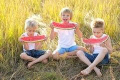 покрашенные дети предпосылки черные играть формы 3 Стоковые Изображения