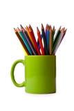 покрашенные зеленые карандаши кружки Стоковые Изображения