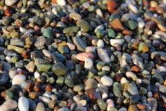 Покрашенные камешки на пляже стоковые фотографии rf