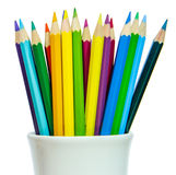 Покрашенные карандаши в стекле белизны Стоковое Изображение RF