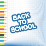 Покрашенные карандаши и другие школьные принадлежности с текстом назад к scho Стоковое Фото