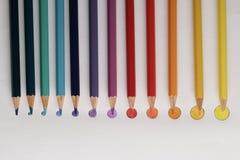 Покрашенные карандаши на округленном диске как покрашенные пункты, Стоковое Изображение RF