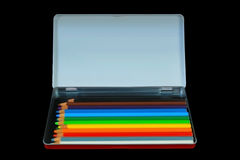 Покрашенные карандаши в подносе металла с пустым космосом экземпляра Стоковые Изображения RF