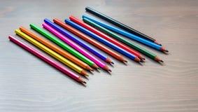 Покрашенные карандаши и белая бумага Стоковые Изображения RF