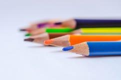 покрашенные карандаши на белой предпосылке Стоковые Изображения