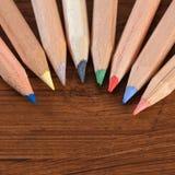 Покрашенные карандаши на древесине Стоковые Фотографии RF