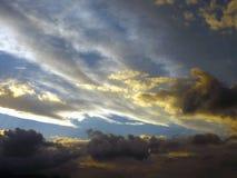 покрашенные облака стоковые фото