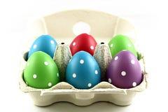 Покрашенные пасхальные яйца в коробке Стоковая Фотография RF