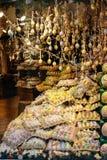 Покрашенные пасхальные яйца в окне магазина стоковое фото rf