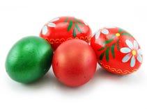 покрашенные пасхальные яйца изолировали белизну стоковое изображение