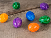покрашенные пасхальные яйца стоковое фото rf
