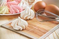 Покрашенные печенья меренги Стоковое Изображение