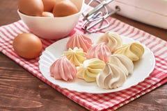 Покрашенные печенья меренги Стоковая Фотография RF
